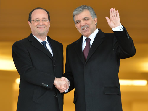 Hollande reaches out to Turkey
