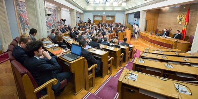 Main opposition left the Parliament after failure to adopt the electoral law