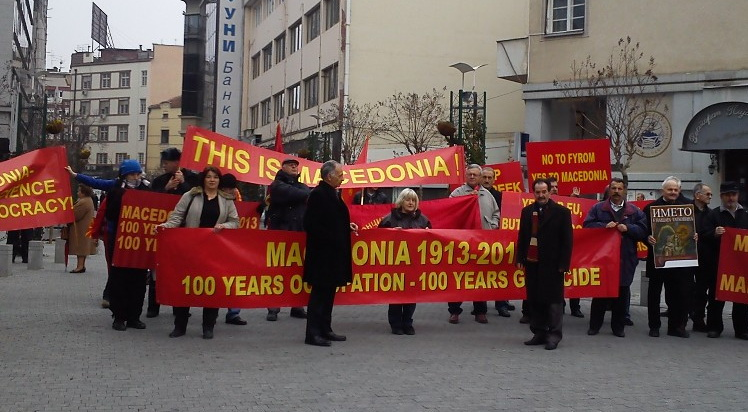 "Venizelos received by protests in Skopje: Recognize the name ""Macedonia"""