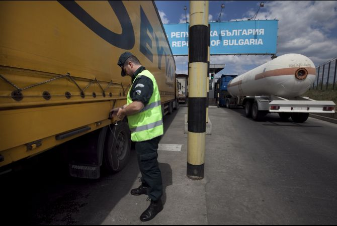 Bulgaria, Turkey to hold talks on border truck transport problem