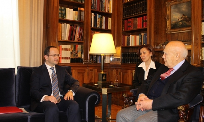 """Albania demands Greece to solve pending issues, """"as two NATO members"""""""