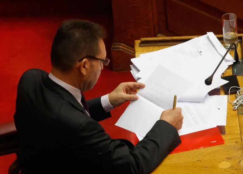 Μulti-bill passes with losses for the greek coalition government