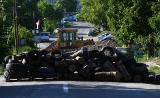 Serbs block the road linking Mitrovica to Leposavic