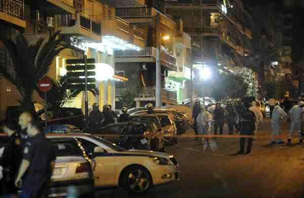 Greek police neutralise bomb outside tax office
