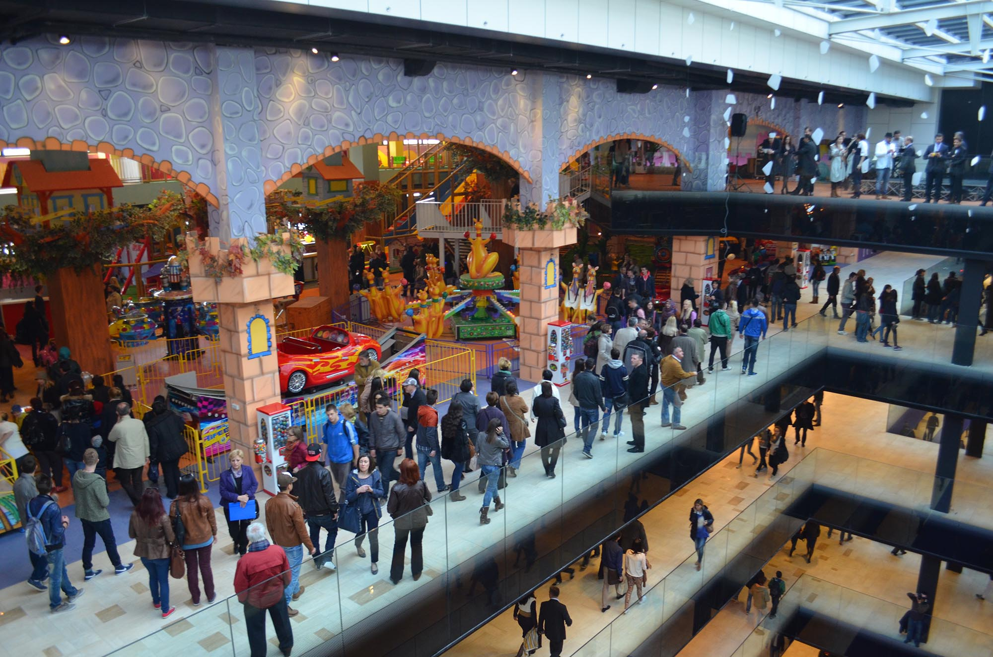 Sarajevo Opens its Doors to New Shopping Mall Amidst Continuing Protests and Citizen Discontent