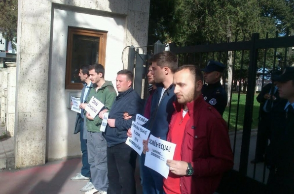 Residents of Prizren object to the reinstitution of the mayor convicted by EULEX court