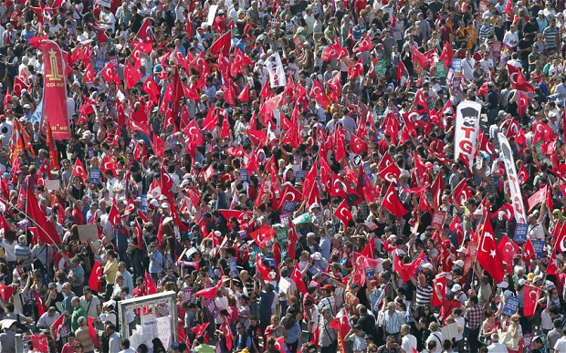 The Turkish people once again take to the streets to oppose Erdogan