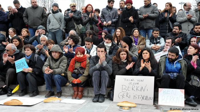 Rage in the funeral of 15-year-old Berkin