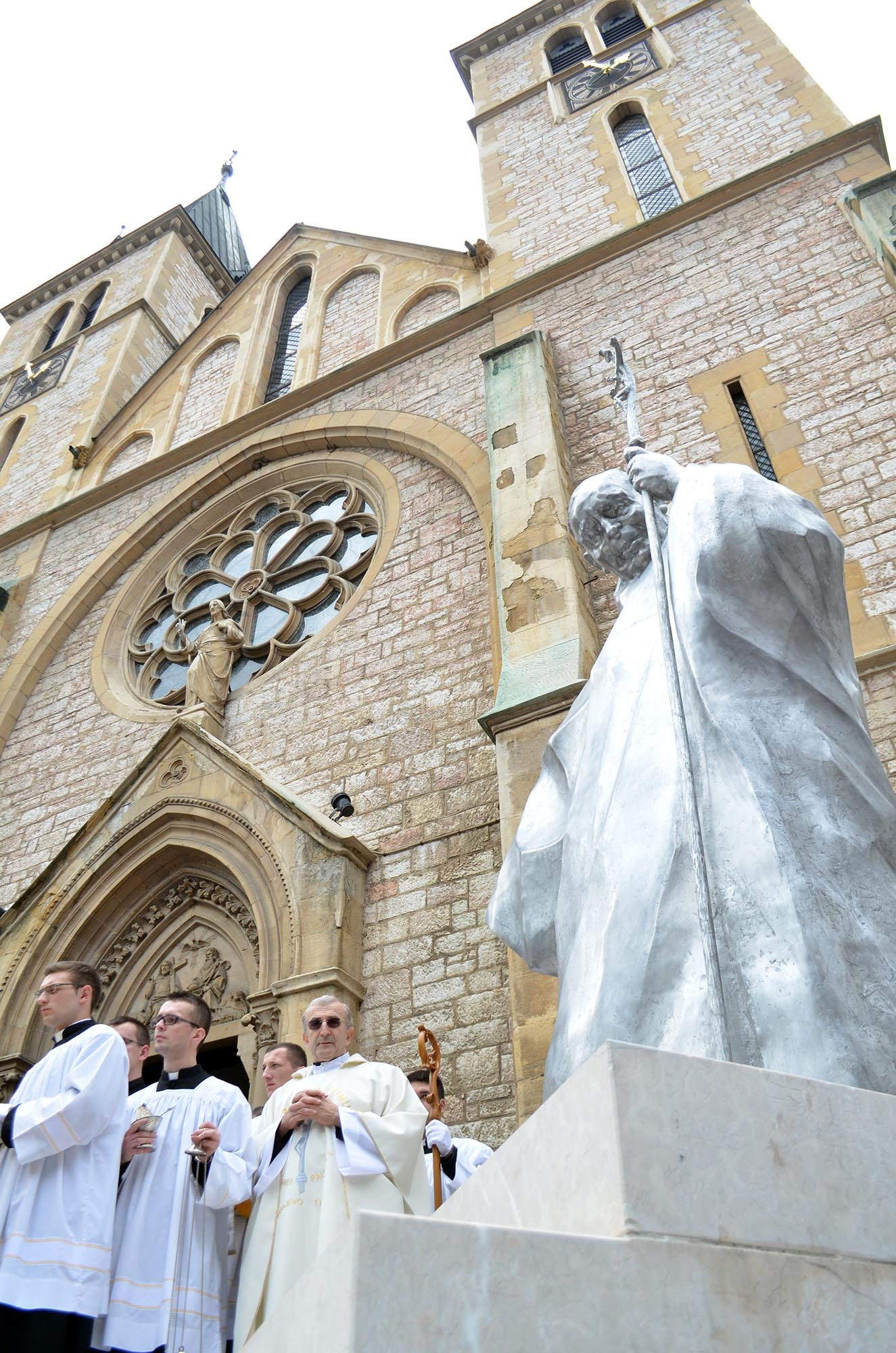 Monument to Former Pope John Paul II Unveiled in Sarajevo Today