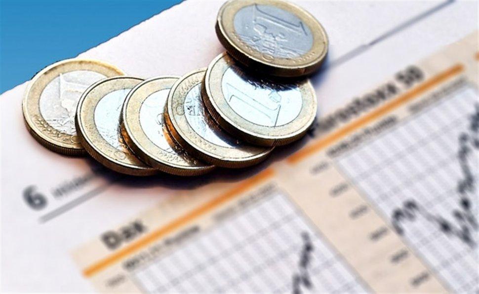 Greece bond sale hailed a success