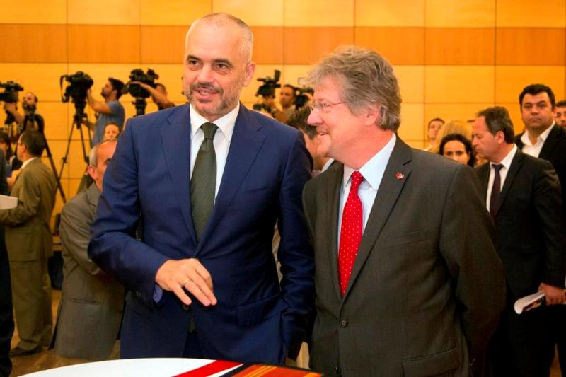 Switzerland's news strategy of support to Albania
