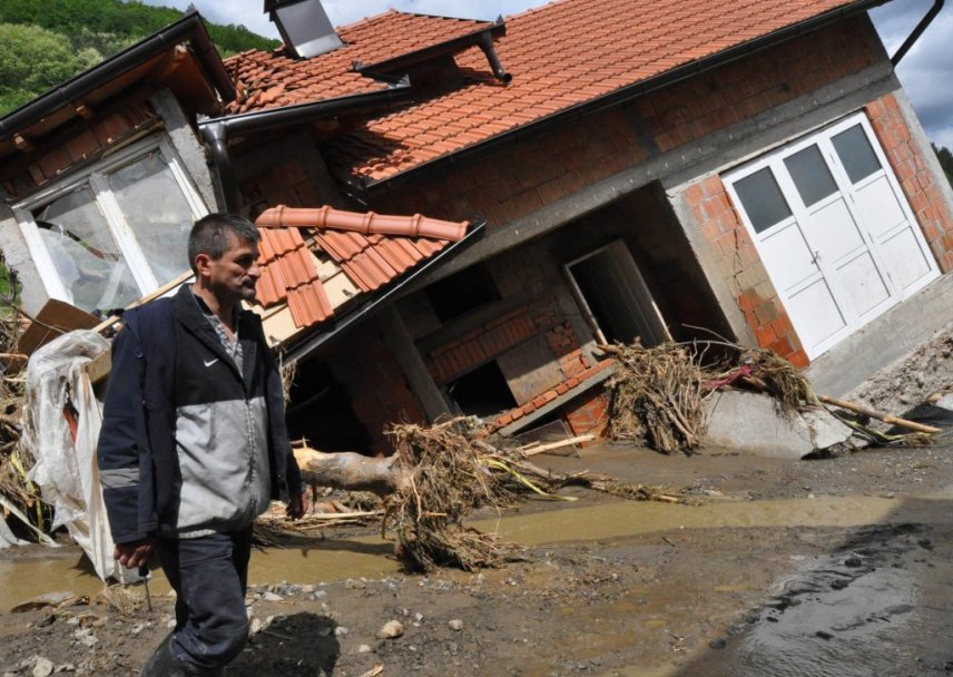 "Suspicions on ""information withholding"" amid floods in Serbia"