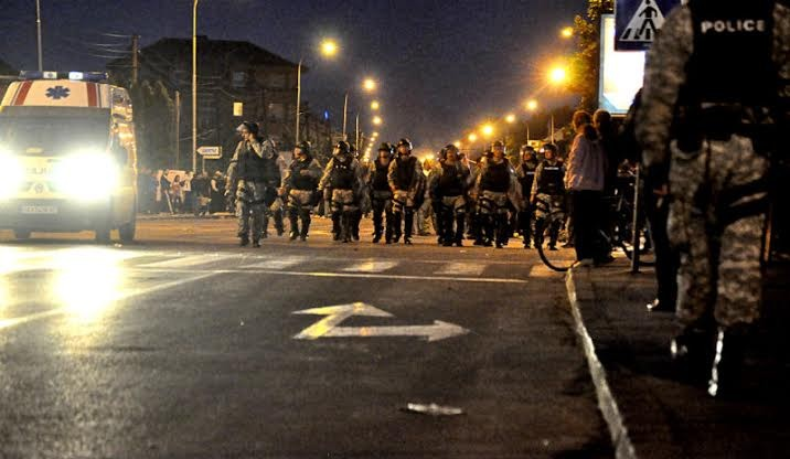 "Second night of protests and turmoil in Skopje, Albanian quarters become ""the target"""