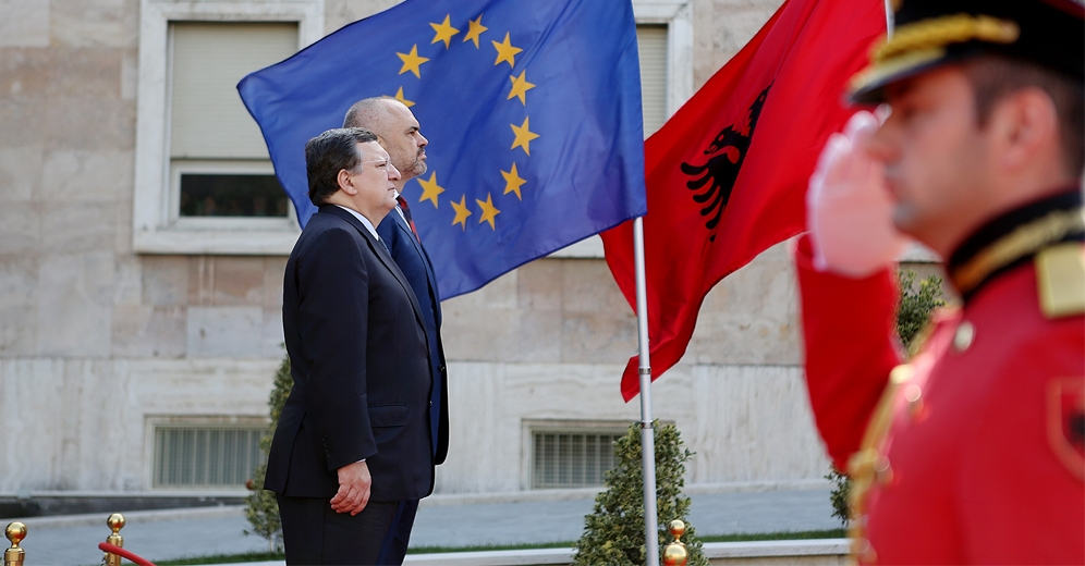 The status is a new chapter in the challenges of Albania, says the President of the European Commission