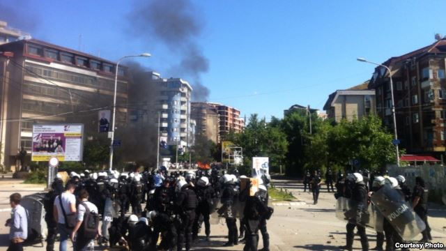 Violent protests on the Iber river bridge in Mitrovica