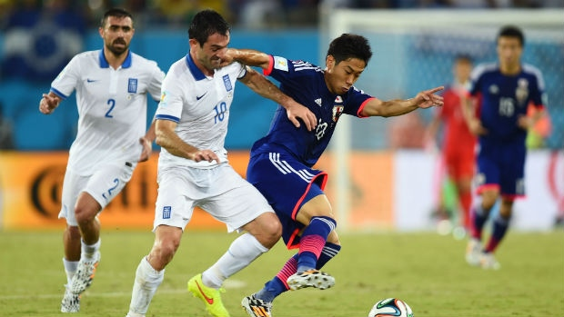 10-man Greece stays 'alive' after drawing 0-0 with Japan