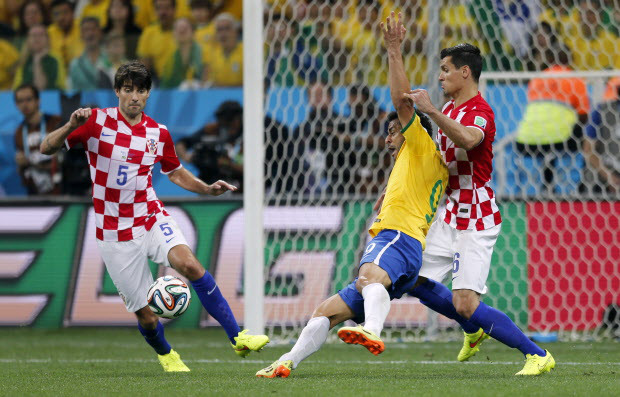 Brazil takes advantage of referee's mistake to celebrate against a very good Croatian team