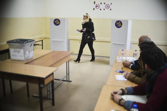 Kosovo holds early parliamentary election