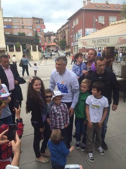 How are political parties in Kosovo using children for the electoral campaign