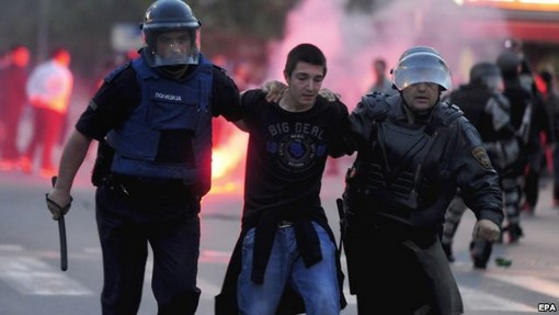 Clashes in the Skopje protest lead to the arrest of seven teenagers