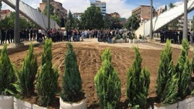The removal of barricades in Mitrovica being discussed in Brussels
