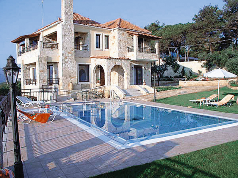 Greek government proceeds with the sale of 1500 real estate belonging to tax evaders