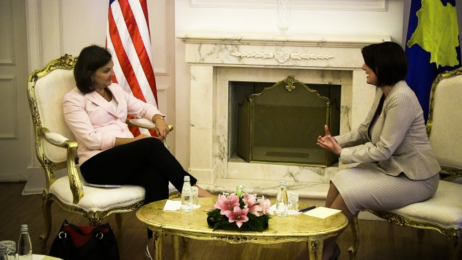 Nuland pushes for the continuation of talks with Serbia and a stable government