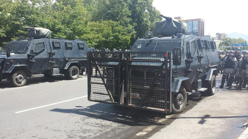 Albanians hold a peaceful protest, Macedonian cancel their protest