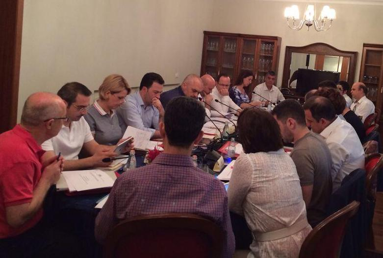 Majority and opposition analyze the first 300 days of the new government