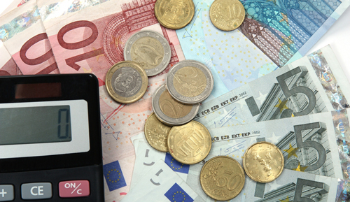 How do romanian households spend the €550 per month they make on average?