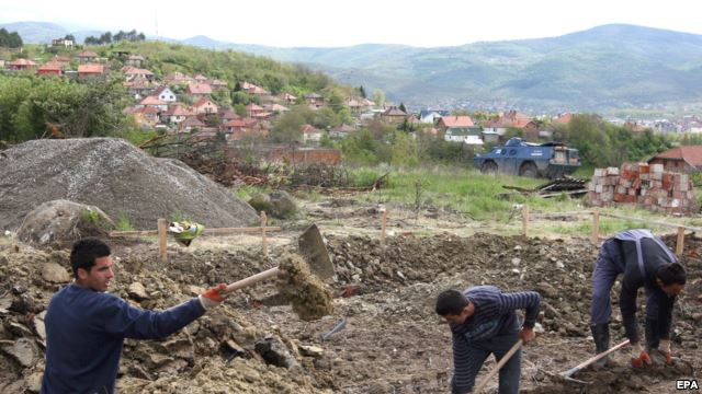 Tensions in Mitrovica, Serbs prevent the construction of Albanian homes