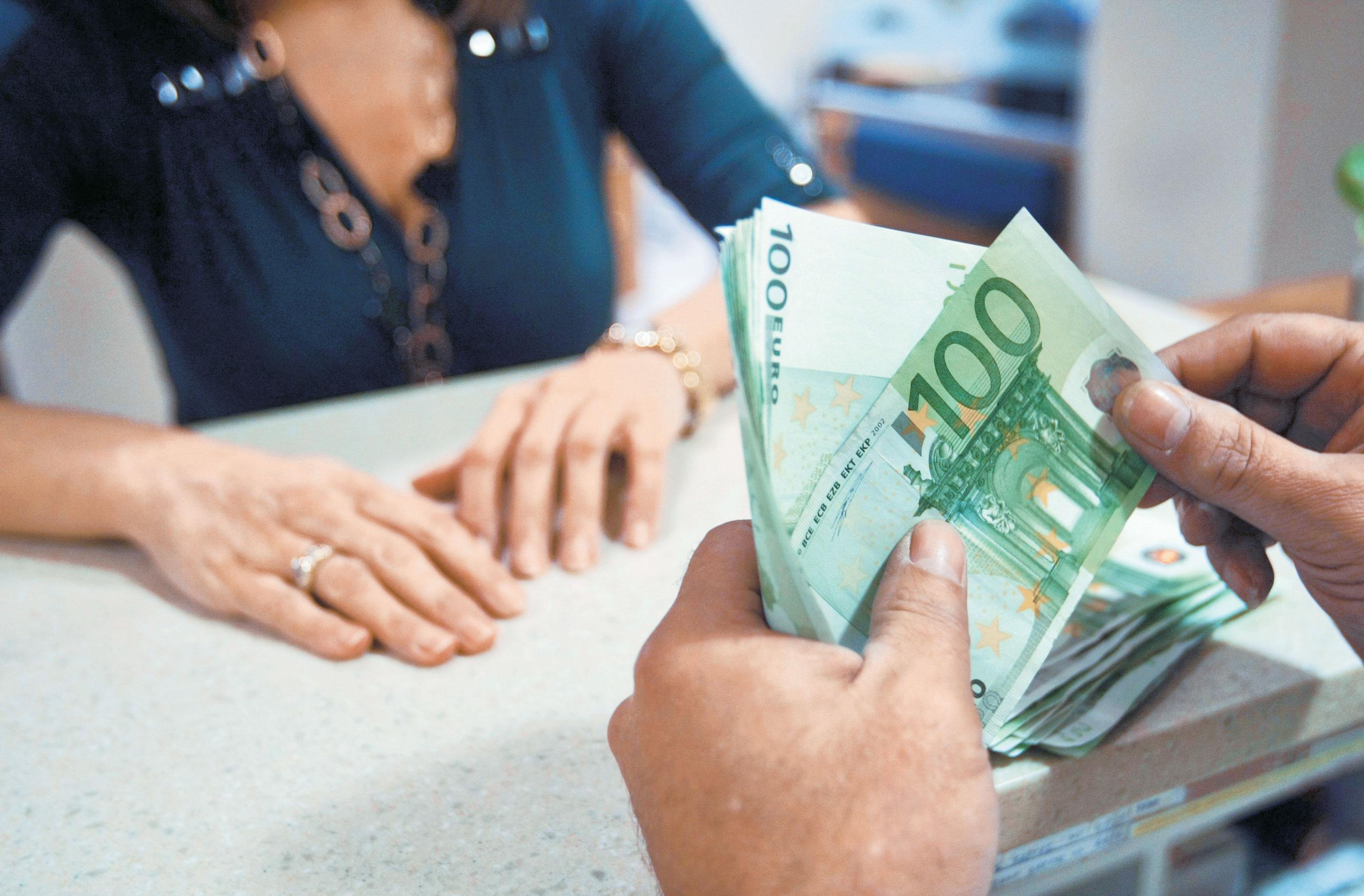 Increase in deposits, reduction in funding
