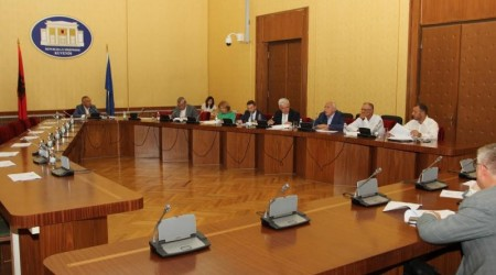 Parliamentary committees overthrow the president's decrees