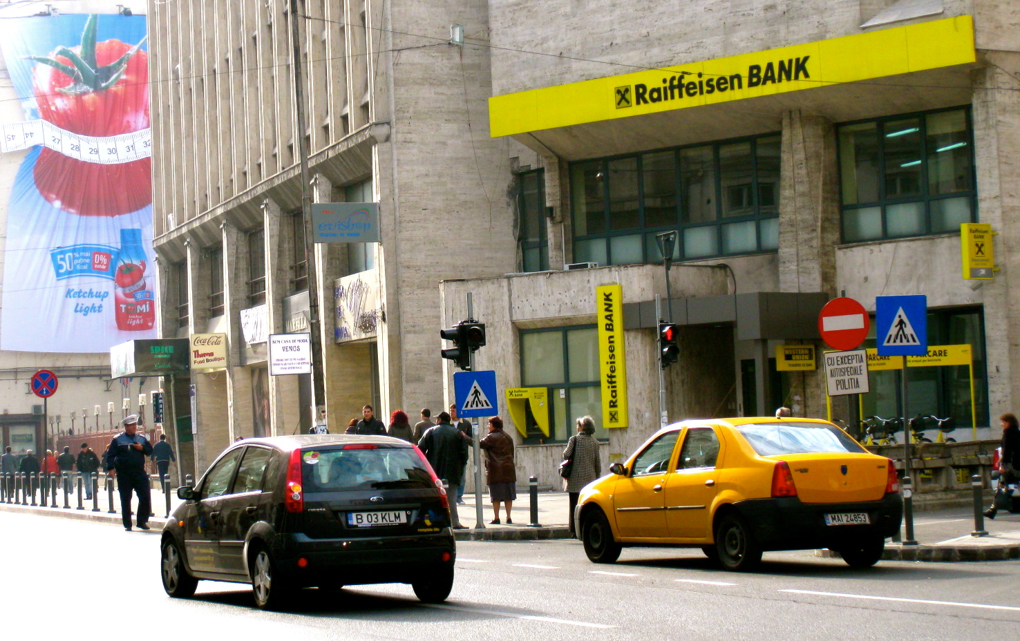 Romanians, distrustful of banks, poll shows