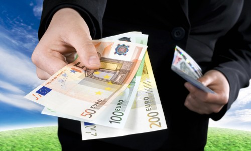 Salary structure in Greek economy