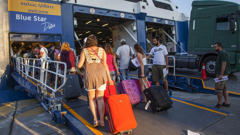 Greeks turn up at ports in thousands in last summer exodus