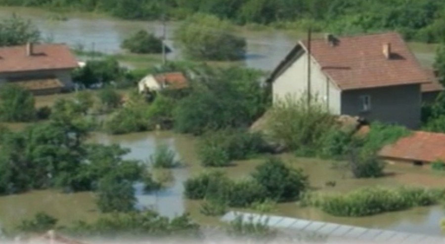 Clean-up in Bulgaria's flooded town of Mizia still underway