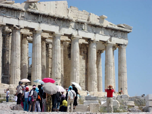 Greece expecting 19 million tourists this year