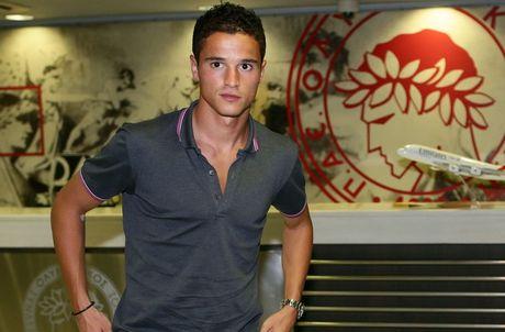 Olympiacos sign Dutch international Ibrahim Afellay on loan from Barcelona