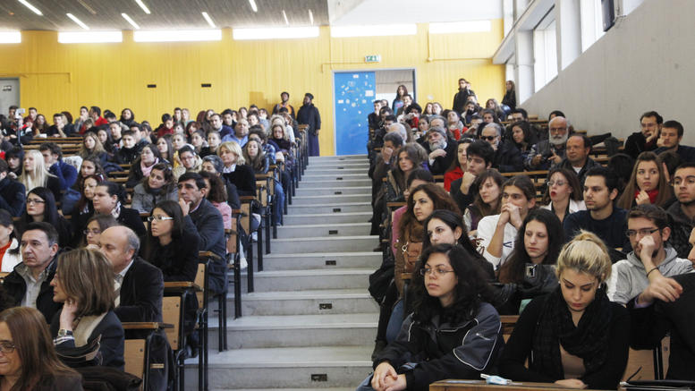 """""""Eternal students"""" to be expelled in their thousands from Greek universities"""