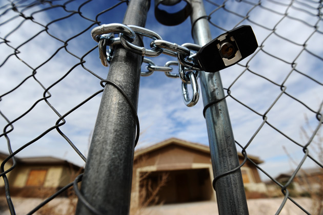 Fierce opposition against troika's foreclosures bill