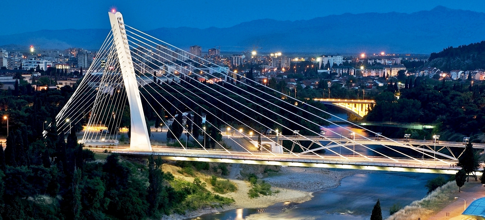 Transformers defend Podgorica in green art exhibit