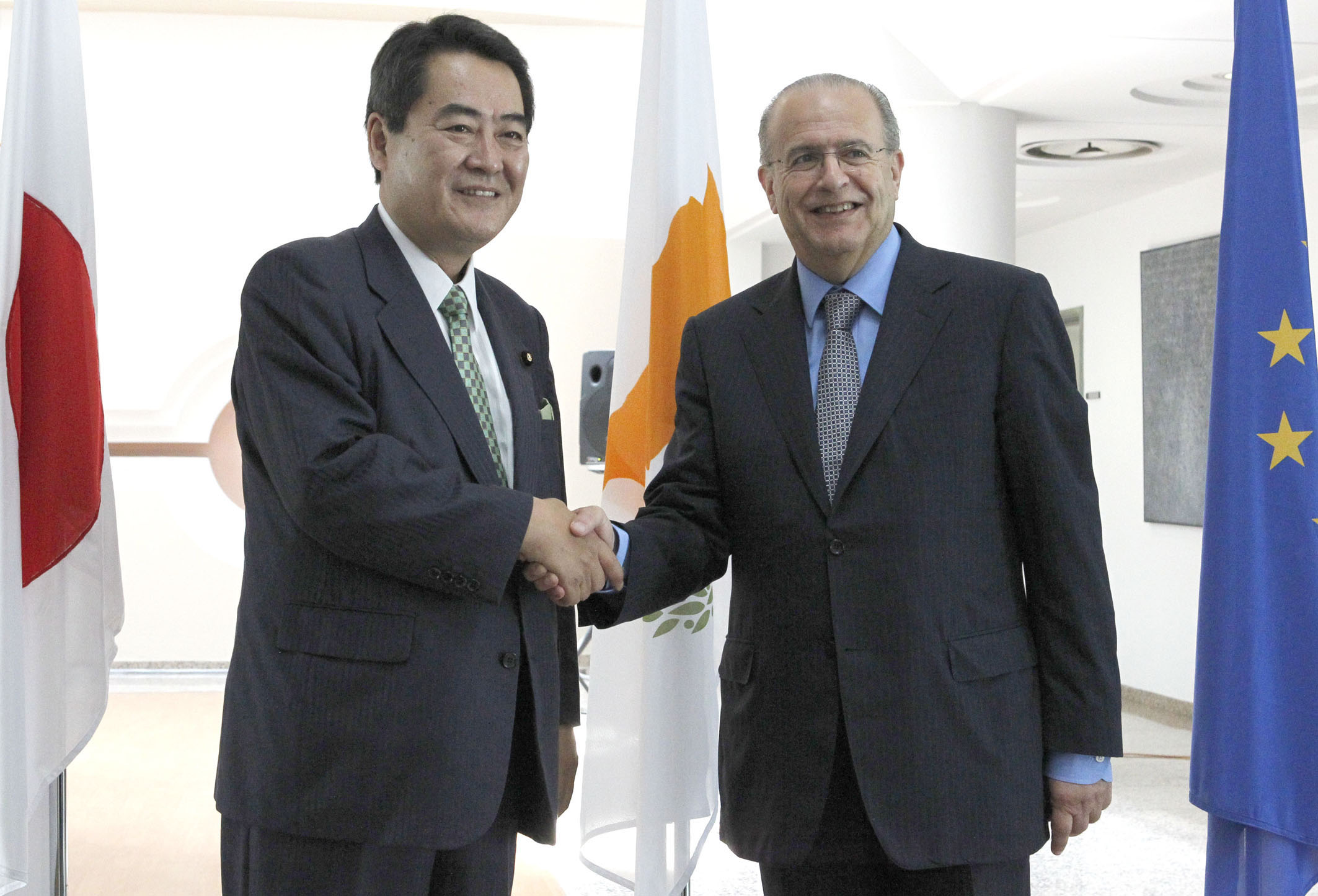 Japan supports a peaceful solution in Cyprus