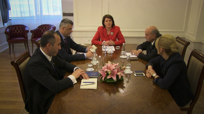 President Jahjaga involved in the solution of the political crisis
