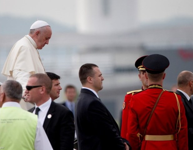 Pope: Albanians sacrificed their life in the name of religion