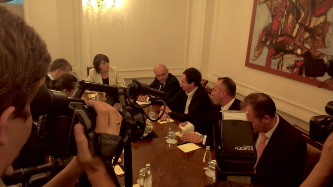 Political crisis, the president meets political leaders