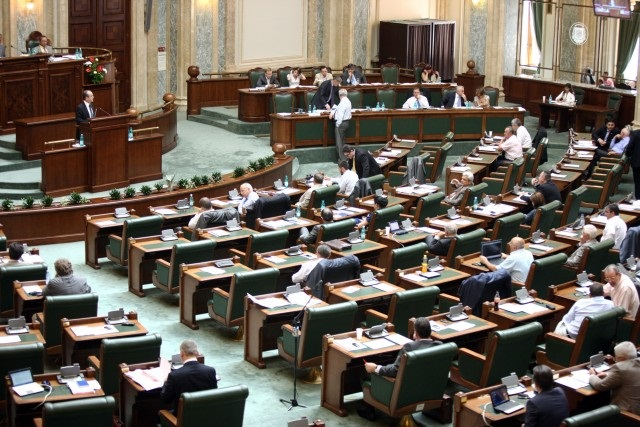 Romanian lawmakers strike down decision on political migration of mayors
