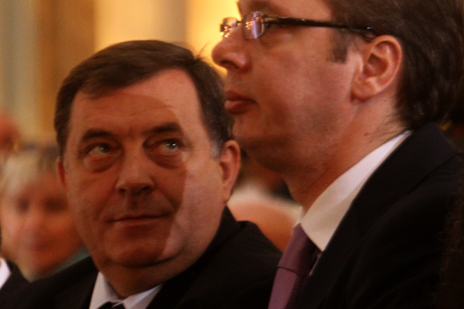 Vucic's double game with Dodik