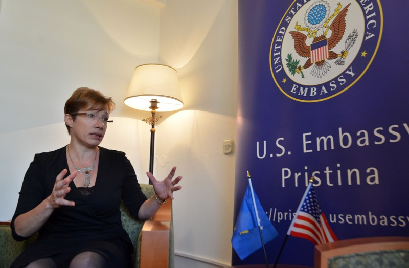 US ambassador demands a solution to the political crisis