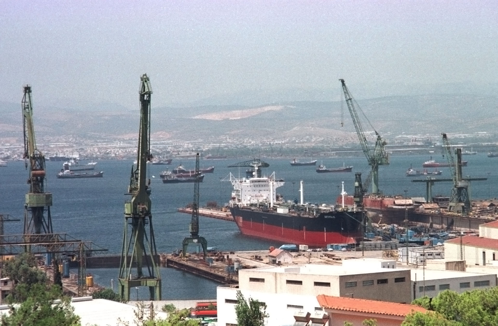 Workers in Elefsina's Shipyard keep the administration trapped